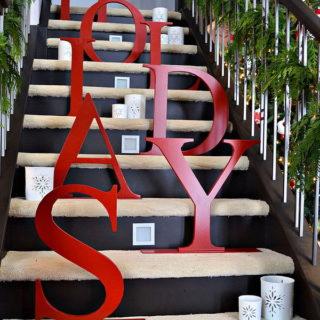 30+ Festive Decoration Ideas for Christmas Staircase